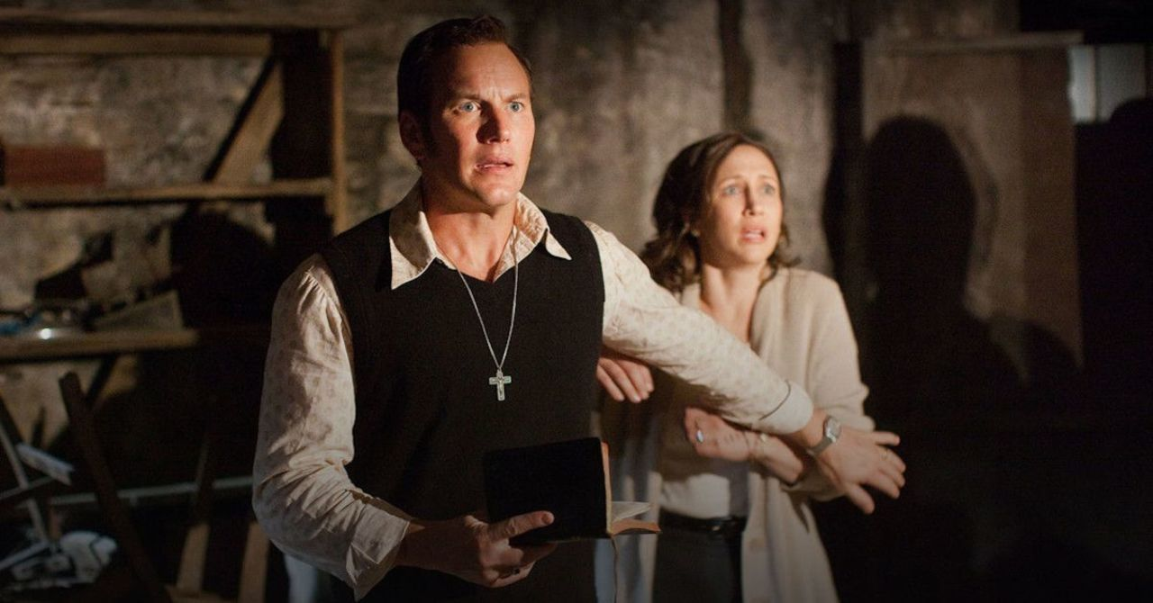 "Cảnh trừ tà trong phim ""The Conjuring: The Devil Made Me Do It""."