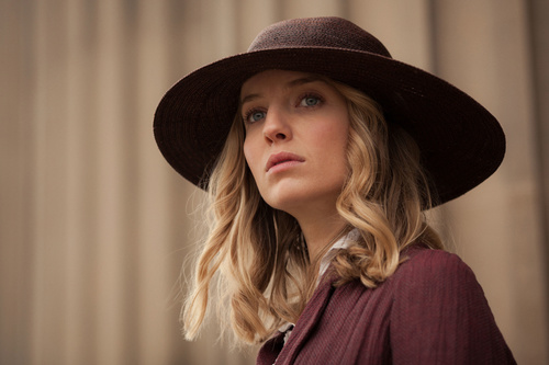 Programme Name: Peaky Blinders - TX: 03/10/2013 - Episode: 4 (No. 4) - Embargoed for publication until: n/a - Picture Shows:  Grace Burgess (Annabelle Wallis) - (C) Tiger Aspect - Photographer: Robert Viglasky